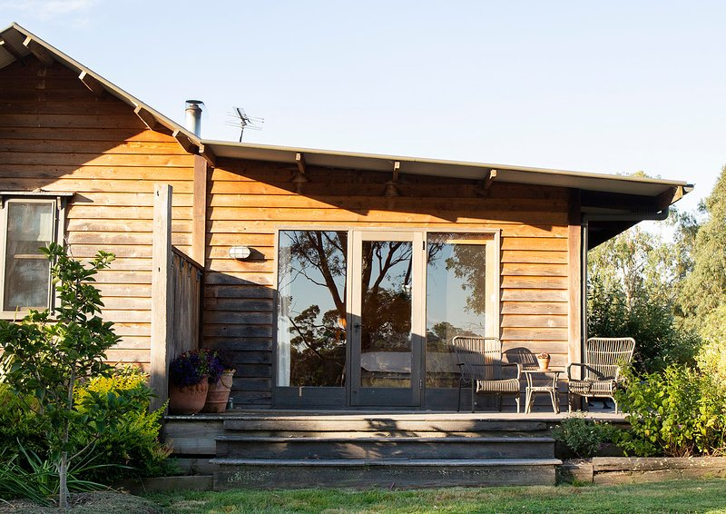 Settler's Cottage - lovingly restored in the Yarra Valley, location de vacances à Coldstream