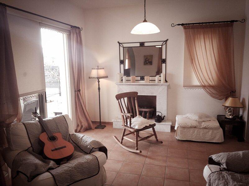 Pretty en suite Bedroom in Villa Near the Sea, holiday rental in Mandria