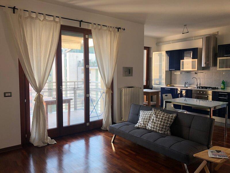 Appartamento arredato con cucina e possibilità garage vicino metro e aeroporto, location de vacances à Lodi