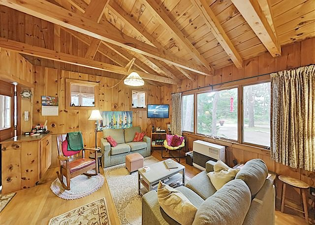 Classic Popham Cabin with Large Yard - Steps to Beach, Near State Park!, holiday rental in Georgetown
