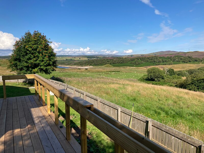 Rural cottage with open fire and lovely views, casa vacanza a Lairg