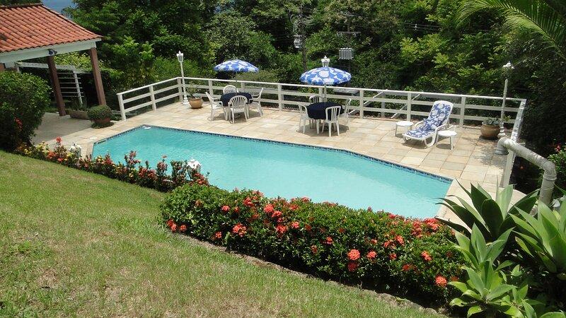 Portogalo - 5 Suites no melhor de Angra + Lancha para Passeios (Opcional), holiday rental in Portogalo