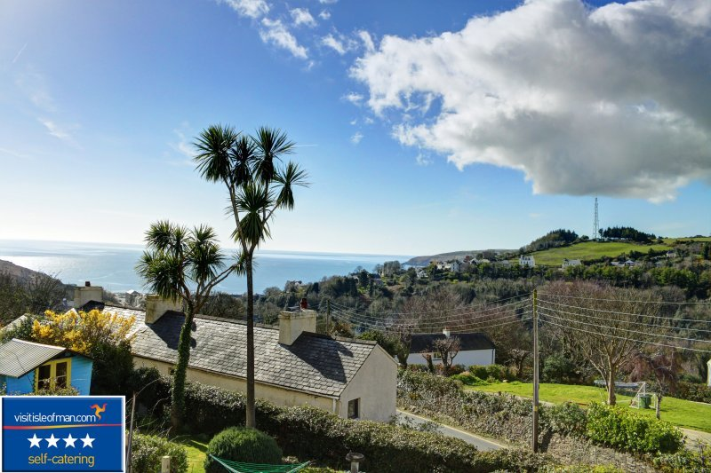 No.2 Sunnyside Terrace, Laxey, Isle of Man, vacation rental in Andreas