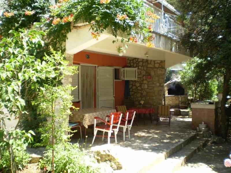 Apartment Zenic - Three Bedroom Apartment with Terrace and Garden View, vacation rental in Jadrija