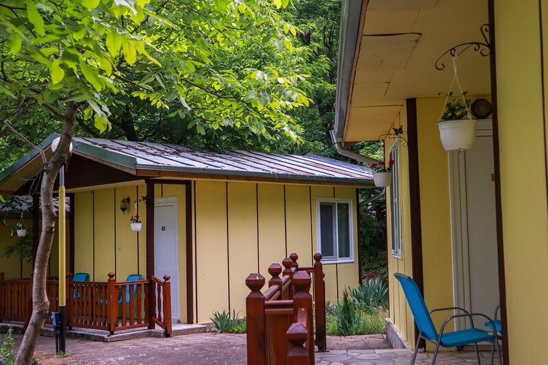 Pretty bungalow for 2 or 3 persons in a lovely area, aluguéis de temporada em Kato Poria