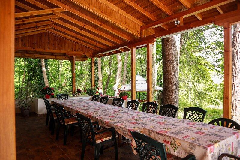 Welcoming Bungalow in Kamena village, aluguéis de temporada em Kato Poria