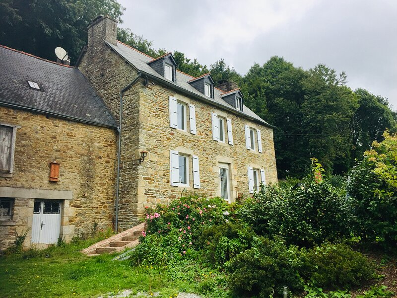 Charming 5 bed rural house to let in Brittany., vacation rental in Meneac
