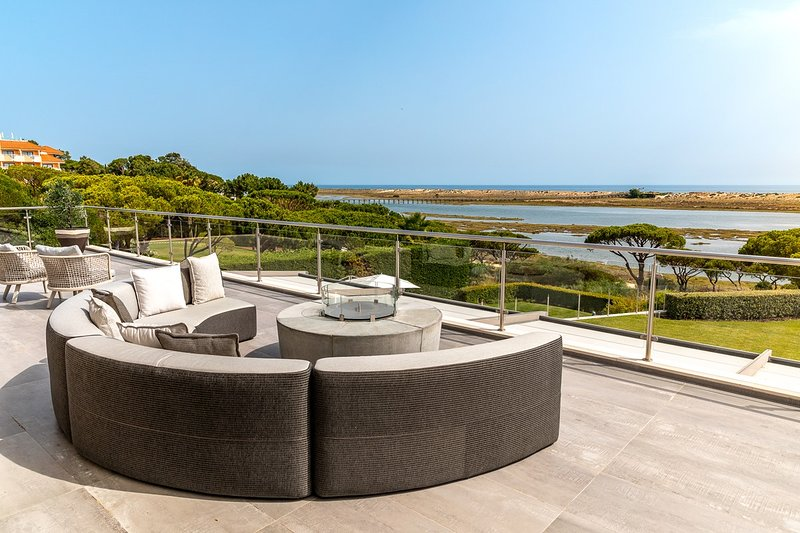 Ponte de Cima Villa Sleeps 10 with Pool and Air Con - 5871573, holiday rental in Quinta do Lago