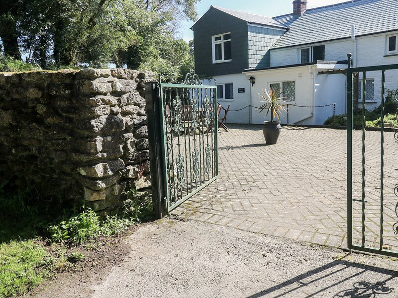 SARAH'S COTTAGE, Open-plan living, Woodburner, Pet-friendly, Camelford, Ferienwohnung in Camelford