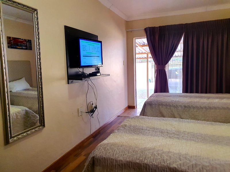 Double Room in Tenacity Guesthouse, holiday rental in North-West Province