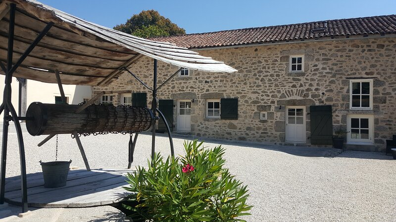 Domaine Jeanary | La Vache, vacation rental in Saint-Saud-Lacoussiere