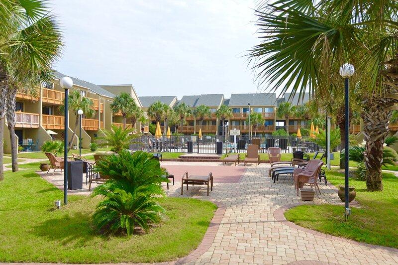Latitude Adjustment - Largo Mar Luxury!, casa vacanza a Upper Grand Lagoon