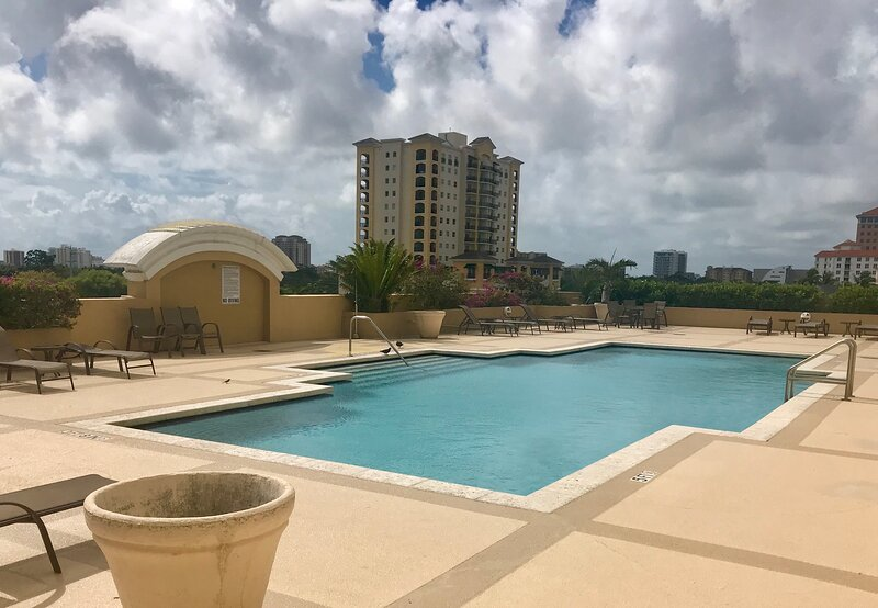 Beautiful Fully Furnished Condo in the heart of Coral Gables, casa vacanza a Coral Gables