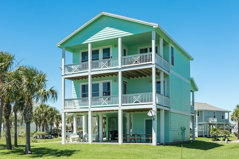 Oceanview seaside home w/ a shared hot tub, pool, fitness center, & more!, vacation rental in Galveston Island