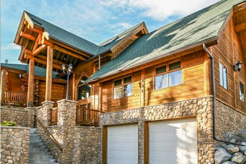 Mountainview cabin w/ private hot tub, game room, & fireplace, vacation rental in Wildernest