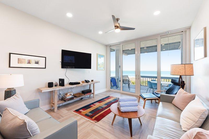Beachfront condo w/ two decks, Gulf views & shared pool - walk to the trolley!, holiday rental in Holmes Beach