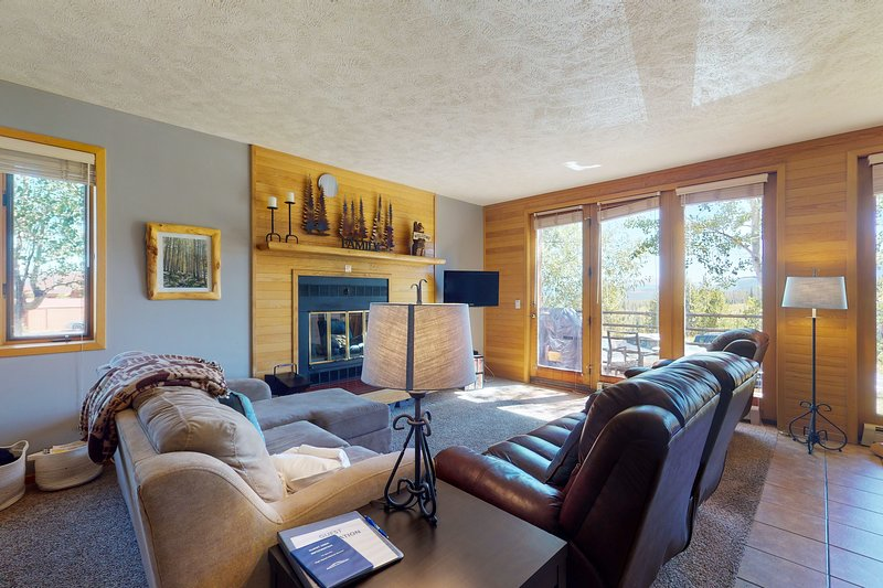 Ground level condo w/ clubhouse offering pool, hot tub, tennis, games, vacation rental in Wildernest