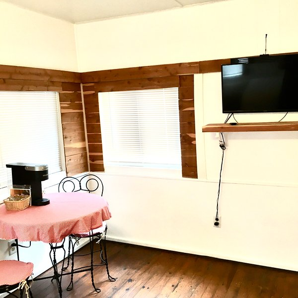 Baby Bear Cottage, holiday rental in Rockaway Beach