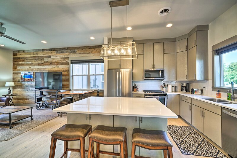 NEW! Bozeman Stand-Alone Condo < 10 Mi to Downtown, holiday rental in Four Corners