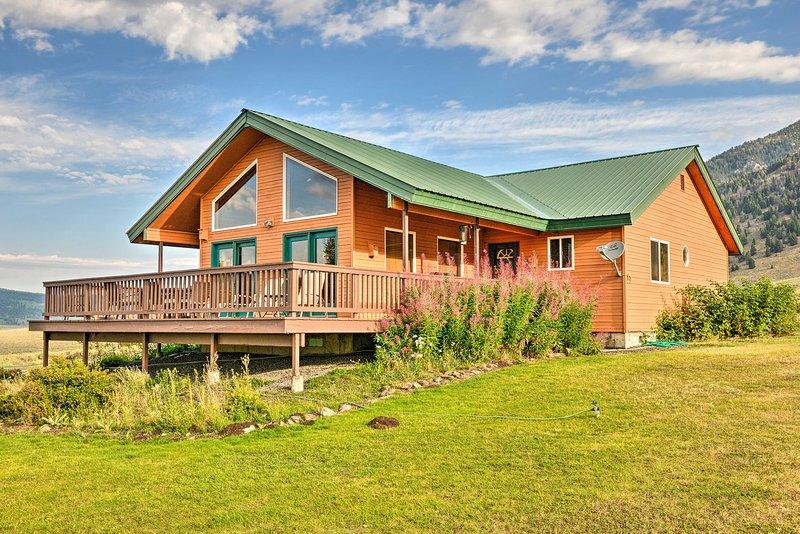 NEW! Cozy Henrys Lake Escape: 20 Mi to Yellowstone, location de vacances à West Yellowstone