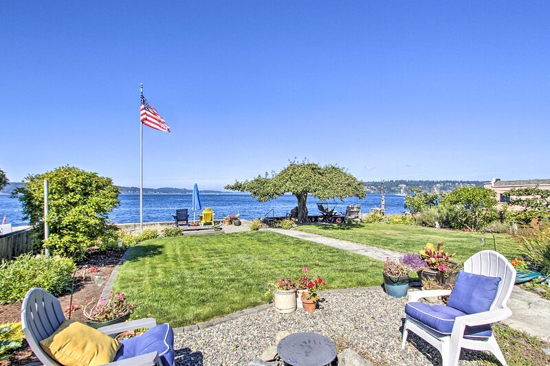 NEW! Waterfront Escape w/ Deck & Puget Sound Views, casa vacanza a University Place