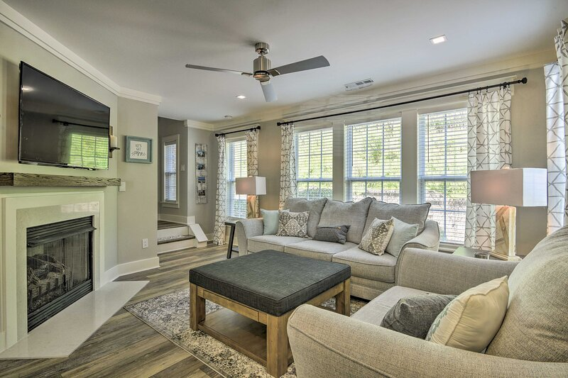 Modern Upscale Home: 15 Mi from Downtown Raleigh, location de vacances à Morrisville