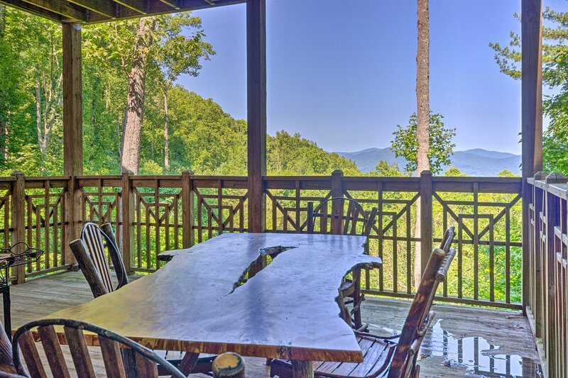 Mountain Air Condo w/ Deck & Views, Pets Welcome!, holiday rental in Green Mountain