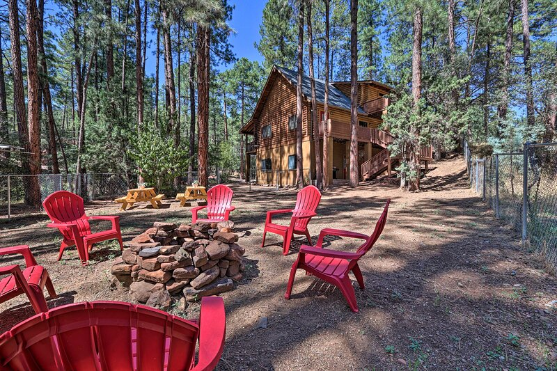 NEW! Dog-Friendly Strawberry Cabin: Hike & Relax!, holiday rental in Strawberry