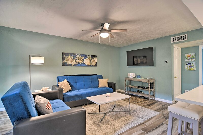 NEW! Lavish St. Pete Beach Escape w/ Pool Access!, location de vacances à South Pasadena