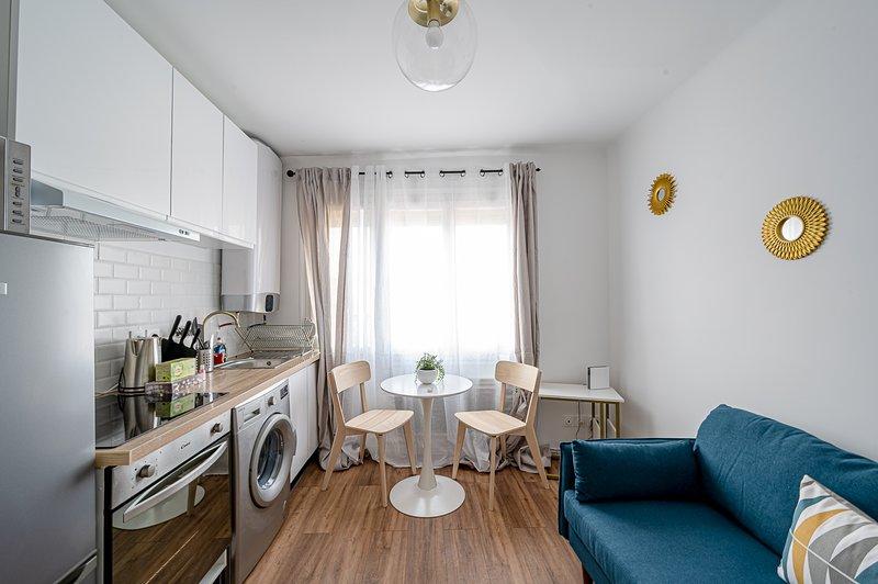 Magnifique appartement tout équipé proche Paris - centre Drancy, location de vacances à Seine-Saint-Denis