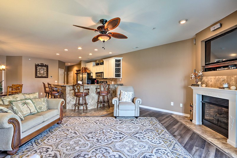 This 3-bed, 2-bath vacation rental is located in Camdenton!