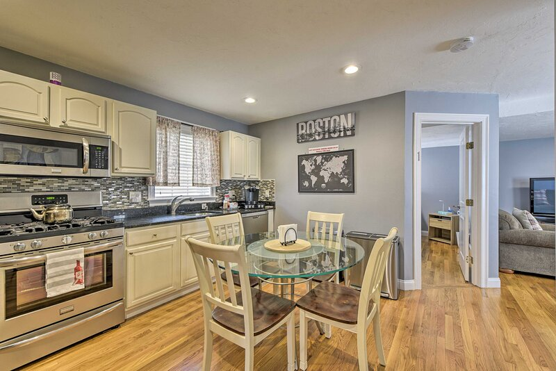 NEW! Boston Apartment - Walk to Downtown Transit!, holiday rental in Weymouth