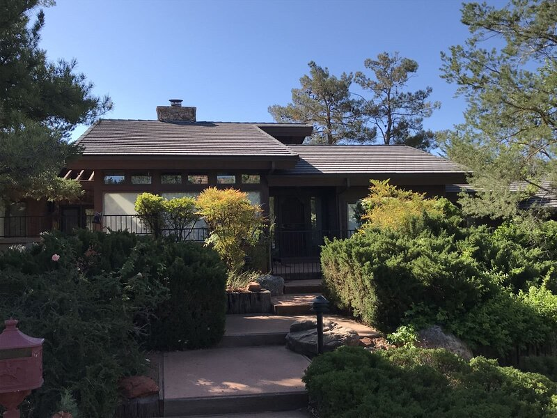 Comfortable home surrounded by beautiful, lush landscape-Ponderosa - S063, vacation rental in Village of Oak Creek