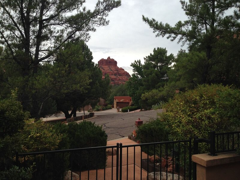 Comfortable home surrounded by beautiful, lush landscape-Ponderosa - S063, holiday rental in Village of Oak Creek