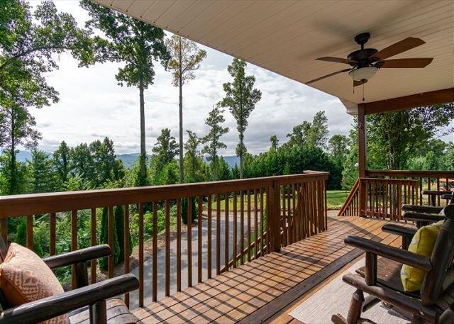 Valley Myst | Pet-friendly Home with Scenic Mountain Views!, alquiler de vacaciones en Fairview