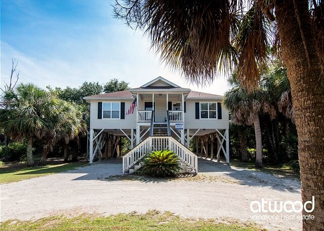 Toes in the Sand - Easy Beach Access & Bike Path Access; Screened Porch, holiday rental in Edisto Island