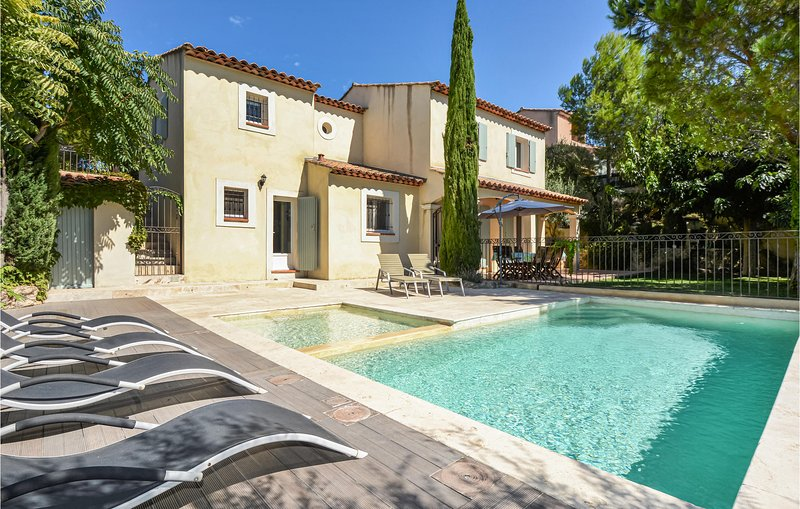 Awesome home in Pélissanne with Outdoor swimming pool and 4 Bedrooms (FPB421), holiday rental in Pelissanne