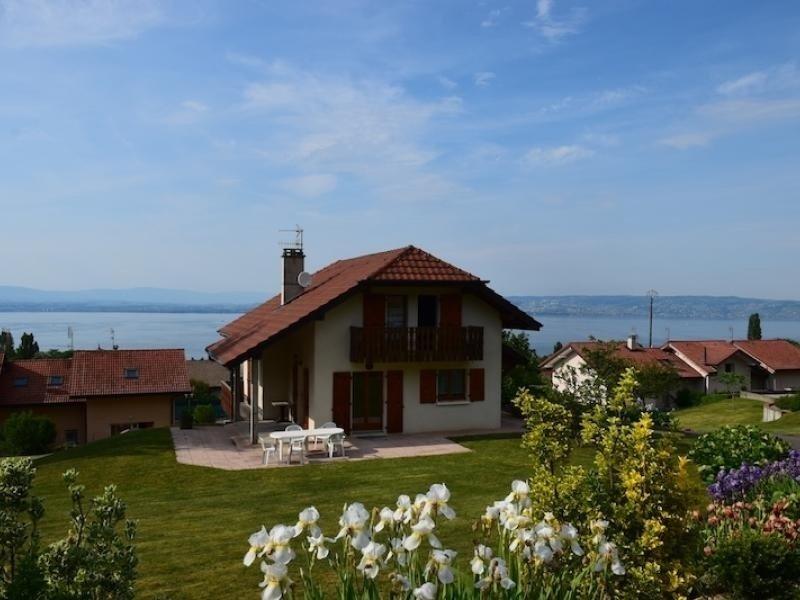 Belle maison sur les hauteurs entre Publier et Evian avec magnifique vue lac, casa vacanza a Neuvecelle
