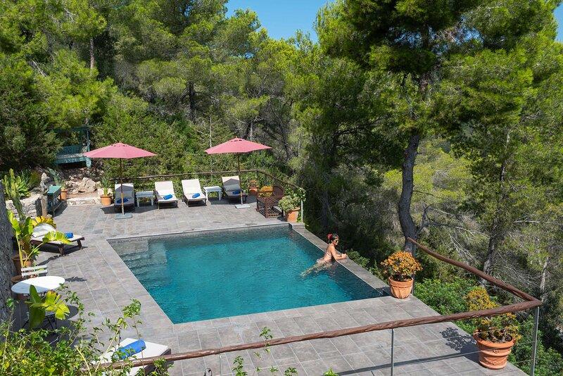 Mountain house with pool & nice views, location de vacances à Cala Llonga