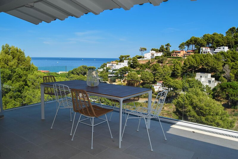 Villa 500 mts to the beach. Private Pool, A/C, wifi. Capacity 8-9 people. BEGUR-COSTA BRAVA