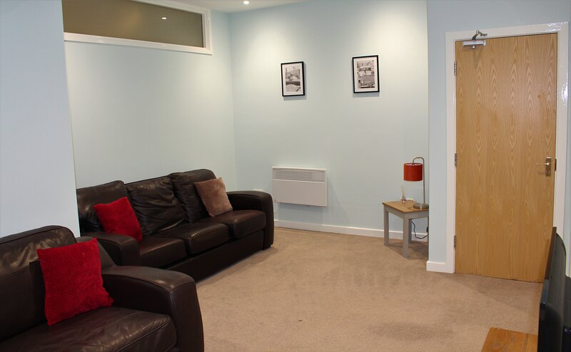 SUNDERLAND SERVICED APARTMENTS ⭐NEXT TO THE HOSPITAL & CITY, vacation rental in Sunderland
