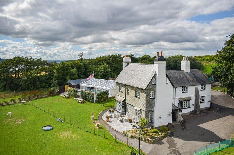 St Anne's House, Sea Views, 7 Bedrooms, Ferienwohnung in Down Thomas