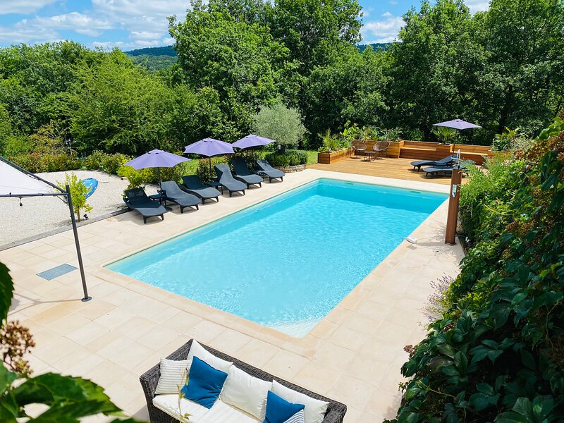 LES COMBES DE BOUGIT -RECENTLY RENOVATED LARGE PROPERTY WITH PRIVATE HEATED POOL, holiday rental in Grolejac
