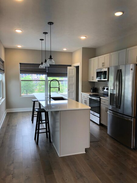 2 Bed 2 Bath near UNMC & Blackstone District!, alquiler de vacaciones en Omaha