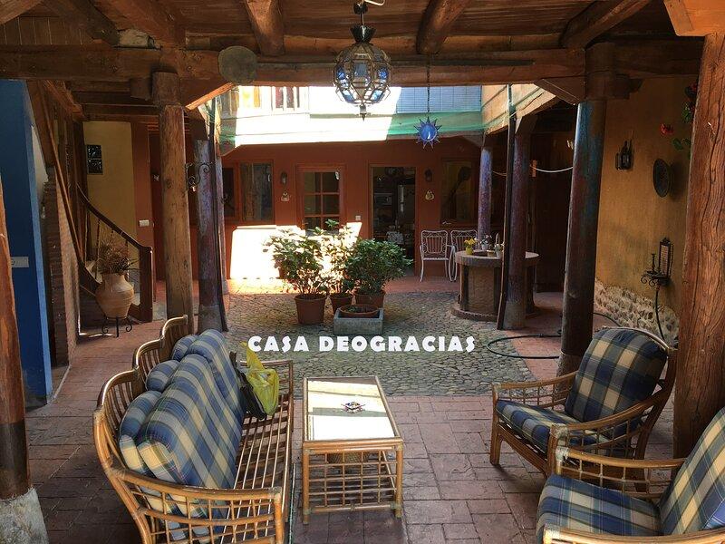 Amazing house with garden & terrace, holiday rental in Pradorrey