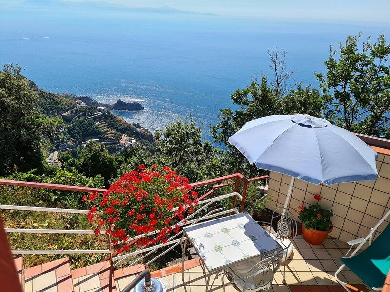 Il Dolce Tramonto 3 - Lalba Sulla Costiera Amalfitana, holiday rental in Furore