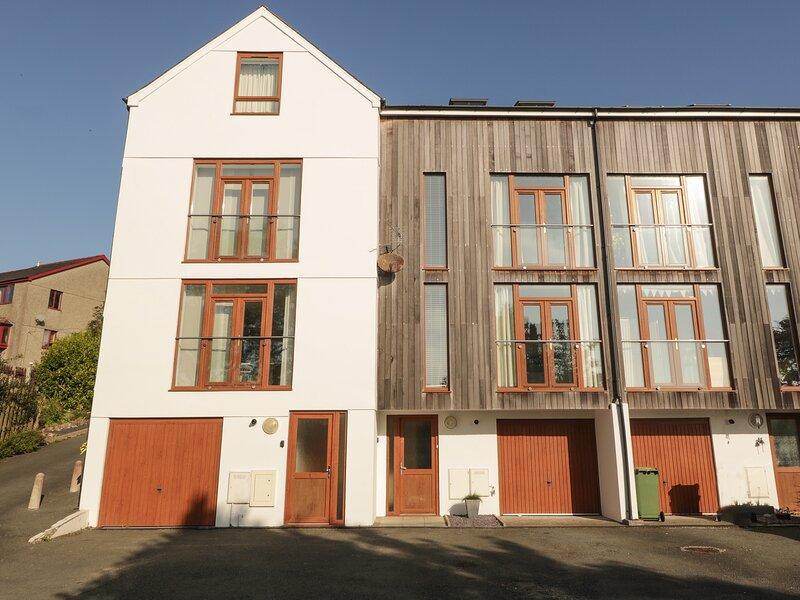 2 Eryl Fryn, Pwllheli, holiday rental in Efailnewydd