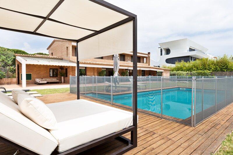 Olala Gava Beach Villa, location de vacances à Torrelles de Llobregat