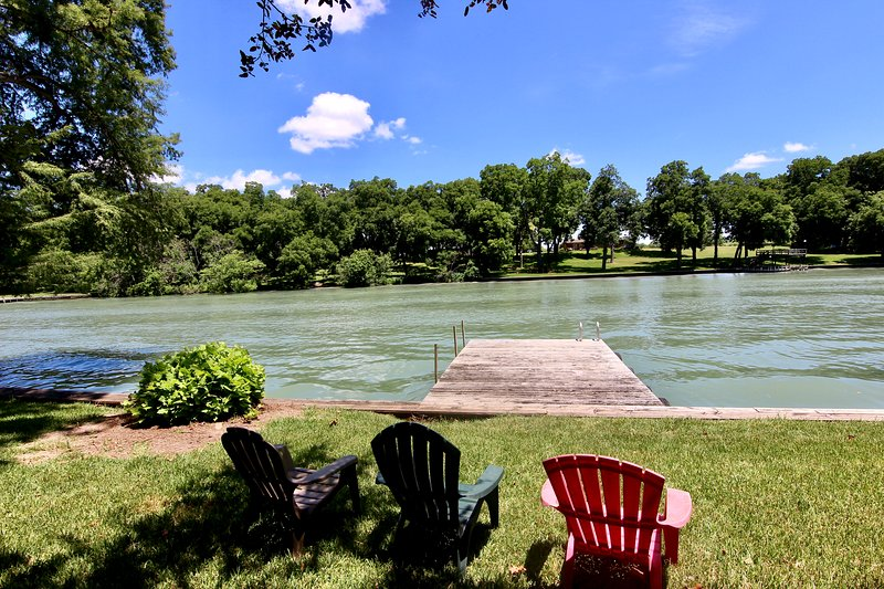 The Lakehouse-3BDR/1BTH-Sitting on Lake McQueeney!, holiday rental in McQueeney