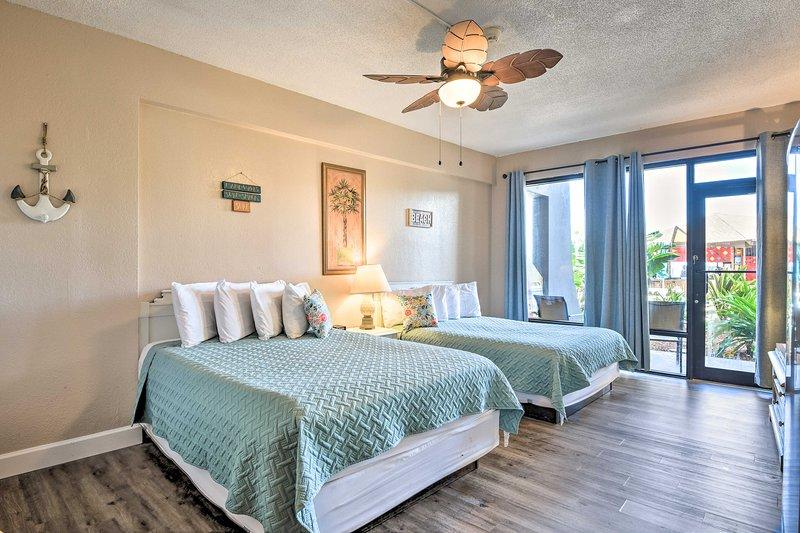 Cozy Daytona Beachfront Condo w/ Resort Amenities!, casa vacanza a South Daytona